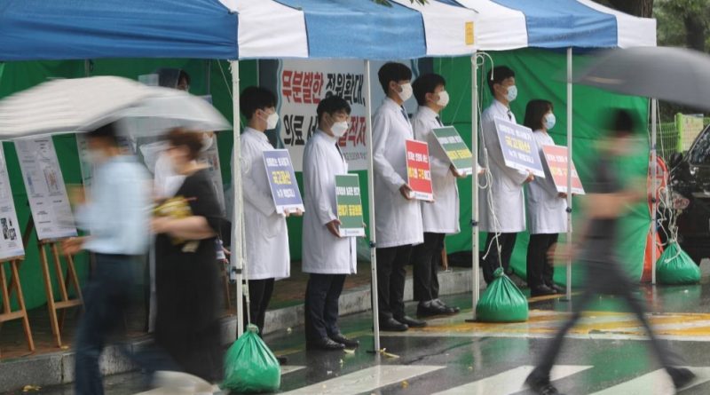 Doctors in South Korea suspend strike: Coronavirus live news | News